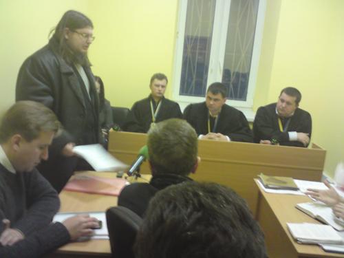 На фото: виступає представник Партії Народний порядок Юрій Шеляженко