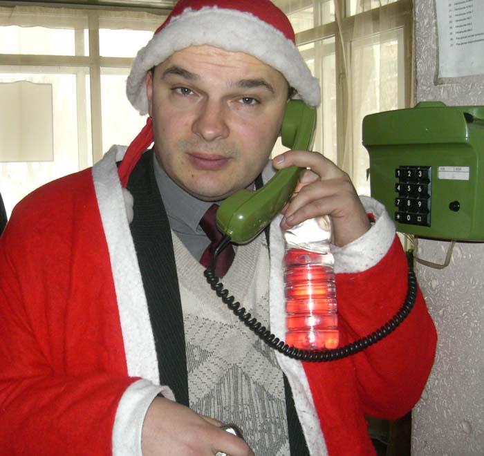 На фото: редактор Інтернет-видання Sprotiv.org Вадим Гладчук у костюмі Діда Мороза